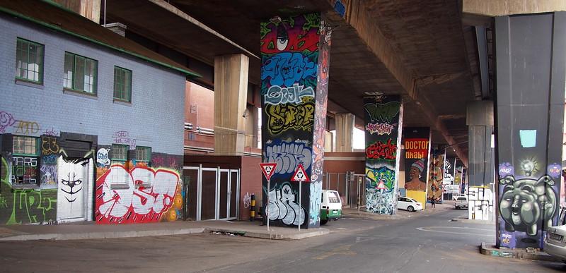 P5015845.JPG-newtown-graffiti.jpg