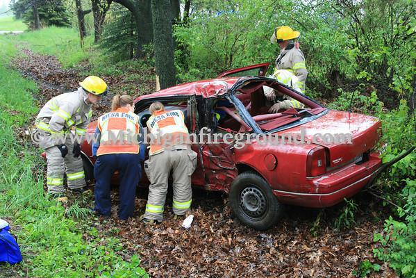 5/11/10 - NIESA/Williamston car vs tree accident, 6209 Shoeman