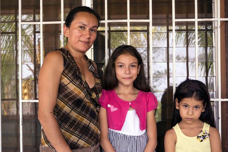 URmom&daughters.jpg