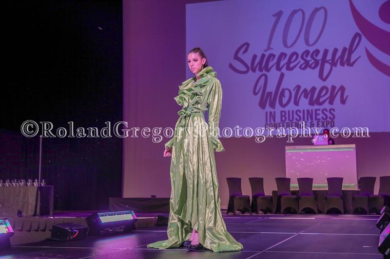 100 Womens Fashion show2019-3398.jpg