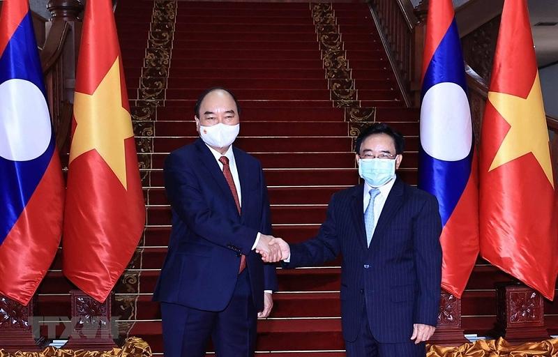 Vietnamese President Nguyen Xuan Phuc (L) and Lao Prime Minister Phankham Viphavanh on August 9