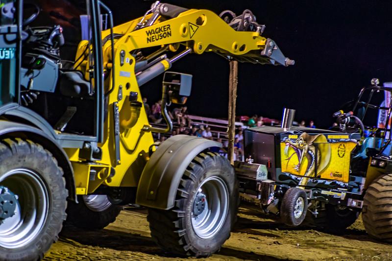 Tractor Pulling 2015-01893.jpg