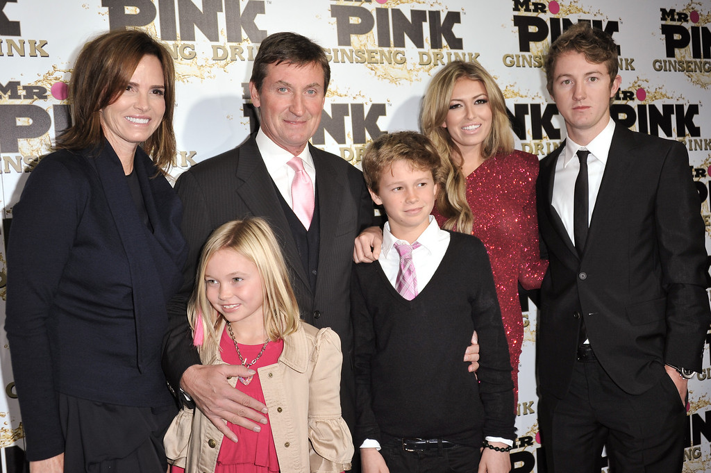 . From left, Janet Jones, Emma Gretzky, Wayne Gretzky, Tristan Gretzky, Paulina Gretzky, and Ty Gretzky attend the Mr. Pink Ginseng launch party at the Beverly Wilshire hotel on Thursday, Oct. 11, 2012, in Beverly Hills, Calif. (Photo by Richard Shotwell/Invision/AP)