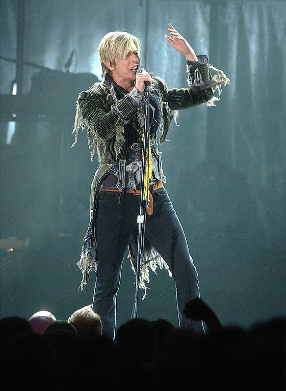 ". David Bowie sings ""Battle\"" during his concert on Sunday, April 25, 2004, in Loveland, Colo. (AP Photo/Loveland Daily Reporter-Herald, RJ Sangosti)"