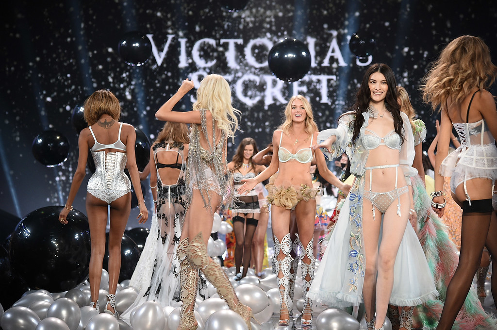 . Victoria\'s Secret model Lindsay Ellingson (C) and Sui He (R) walks the runway during the finale of the 2014 Victoria\'s Secret Fashion Show at Earl\'s Court exhibition centre on December 2, 2014 in London, England.  (Photo by Dimitrios Kambouris/Getty Images for Victoria\'s Secret)
