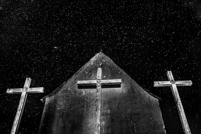 3_CROSSES_NIGHTIME_POMAYROLS.jpg