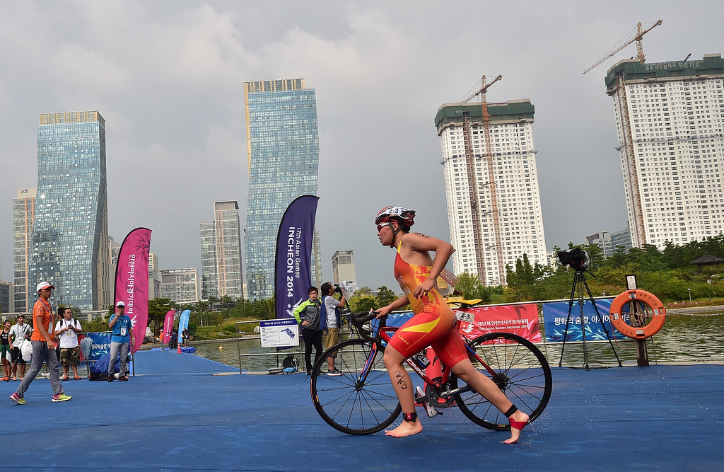 . China\'s Huang Yuting competes in the mixed triathlon final during the 2014 Asian Games at Songdo Central Park triathlon venue in Incheon on September 26, 2014. JUNG YEON-JE/AFP/Getty Images