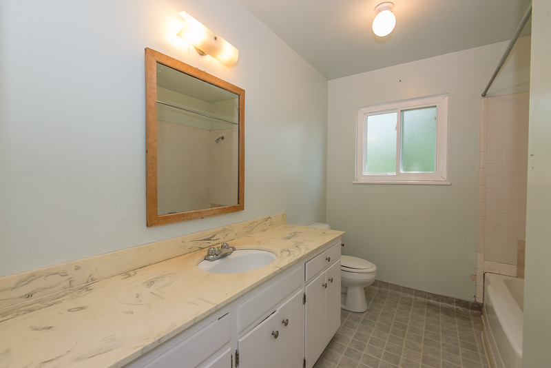 DSC_4529_bathroom.jpg