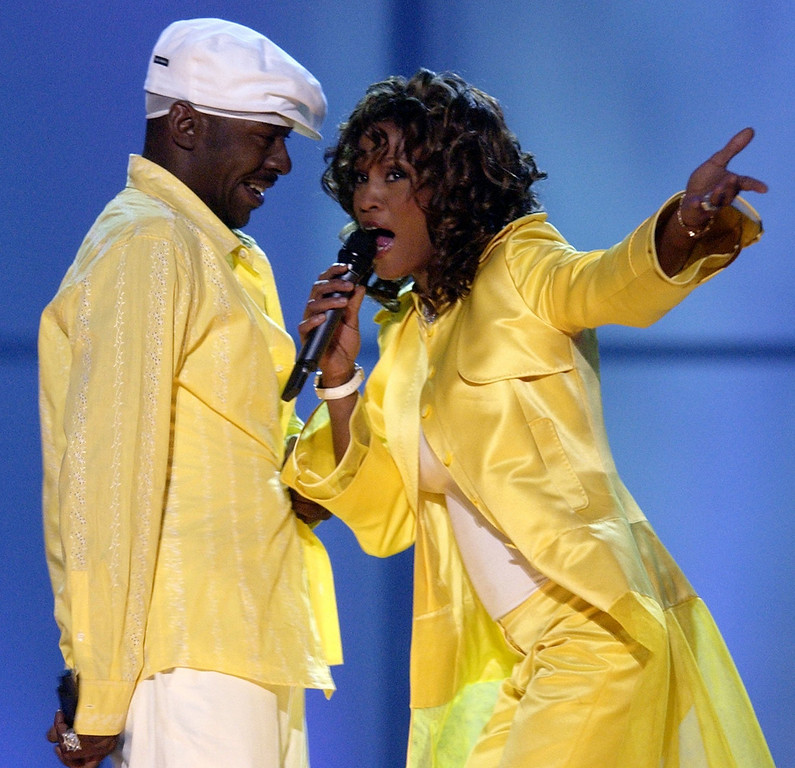 ". Whitney Houston, right, and her husband, Bobby Brown, perform during the ""VH1 Divas\"" duets show Thursday, May 22, 2003, in Las Vegas. (AP Photo/Joe Cavaretta)"