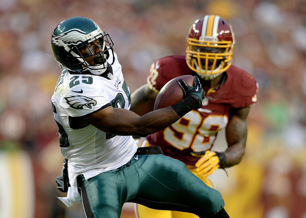 . Running back LeSean McCoy #25 of the Philadelphia Eagles runs the ball in front of outside linebacker Brian Orakpo #98 of the Washington Redskins in the first quarter at FedExField on September 9, 2013 in Landover, Maryland.  (Photo by Patrick Smith/Getty Images)