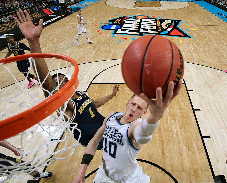 . Villanova\'s Donte DiVincenzo (10) goes up for a shot past Michigan\'s Charles Matthews (1) during the second half in the championship game of the Final Four NCAA college basketball tournament, Monday, April 2, 2018, in San Antonio. (AP Photo/Chris Steppig, NCAA Photos Pool)