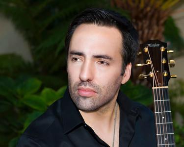 Tiano Vas, voice and guitar