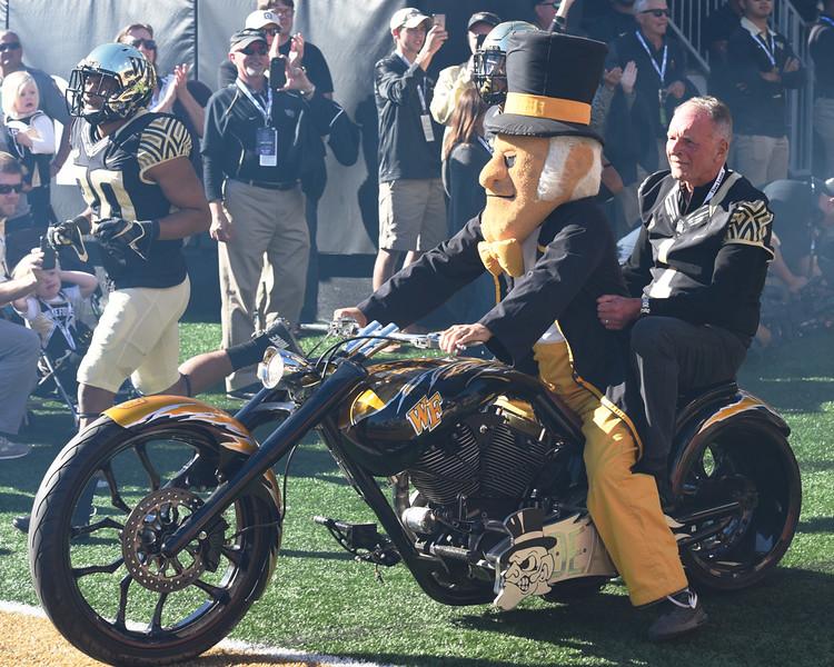 Bob McCreary Deacon motorcycle.jpg