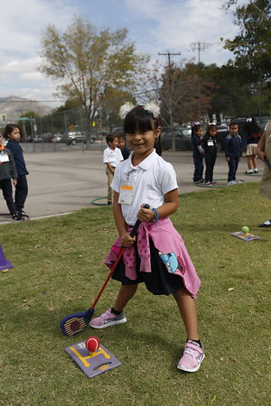 Aoy Elementary pre-kinder students get golf lessons
