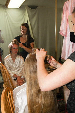 GETTING READY AND FORMAL BRIDE PORTRAITS
