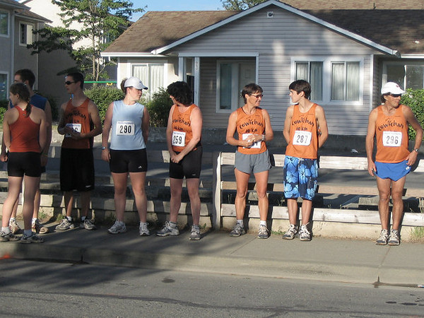 2005 Run Cowichan 10K - Healy now alone in 4th, not far behind