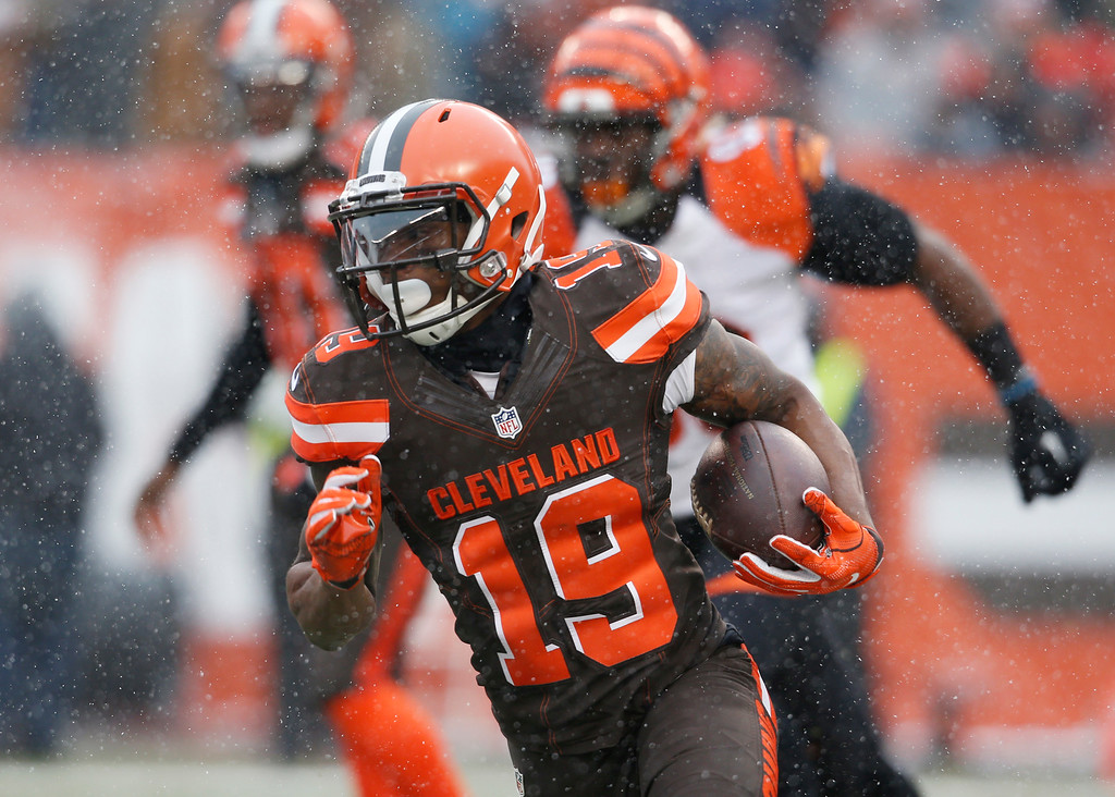 . Cleveland Browns wide receiver Corey Coleman (19) runs the ball in the first half of an NFL football game against the Cincinnati Bengals, Sunday, Dec. 11, 2016, in Cleveland. (AP Photo/Ron Schwane)