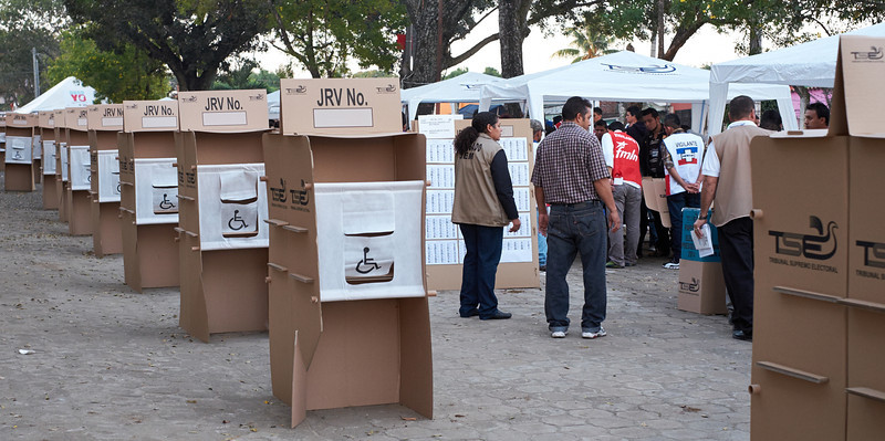 Election day in Santa Ana: <br /> The polling places are almost ready for the opening of the voting at 7:00 AM.