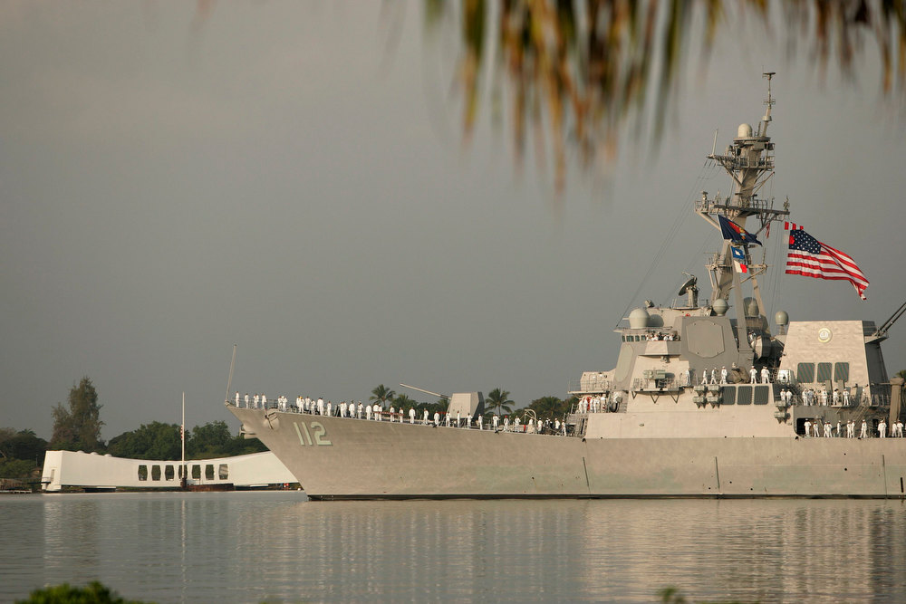 . The USS Michael Murphy passes the USS Arizona Memorial during the 71st anniversary of the attack on Pearl Harbor at the WW II Valor in the Pacific National Monument in Honolulu, Hawaii December 7, 2012. REUTERS/Hugh Gentry