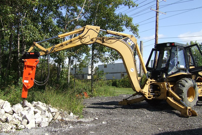 NPK GH4 hydraulic hammer with quick attachon Cat backhoe at NPKCE (15).jpg