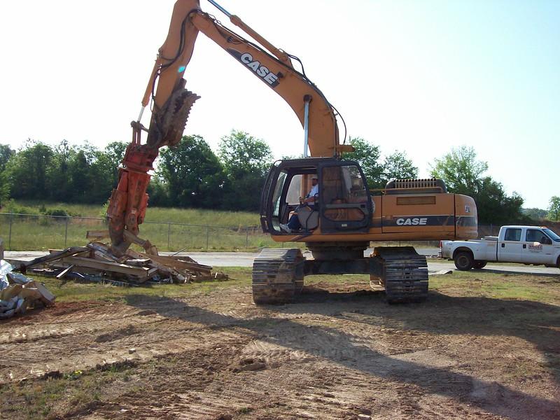 NPK M28K demolition shear on Case excavator-C&D recycling (1).jpg