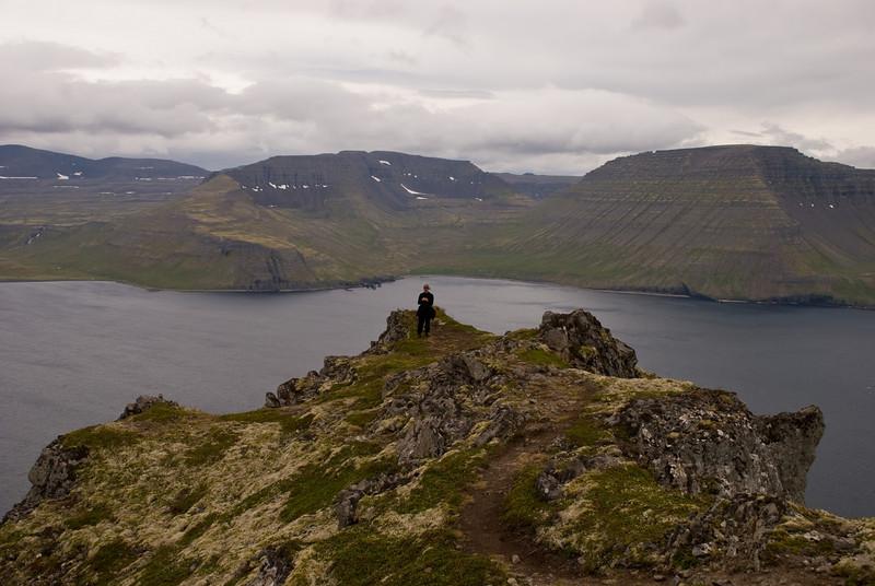 Myndin tekin af Miðfelli. Rekavík bak Höfn og upp af henni er Atlaskarð. Hægra megin er Rekavíkurfjall. Vinstra megin við Atlaskarð er Darri og fram af honum er EInbúi og svo Hafnarnes.