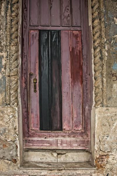 Cuba Havana purple door 9059.jpg