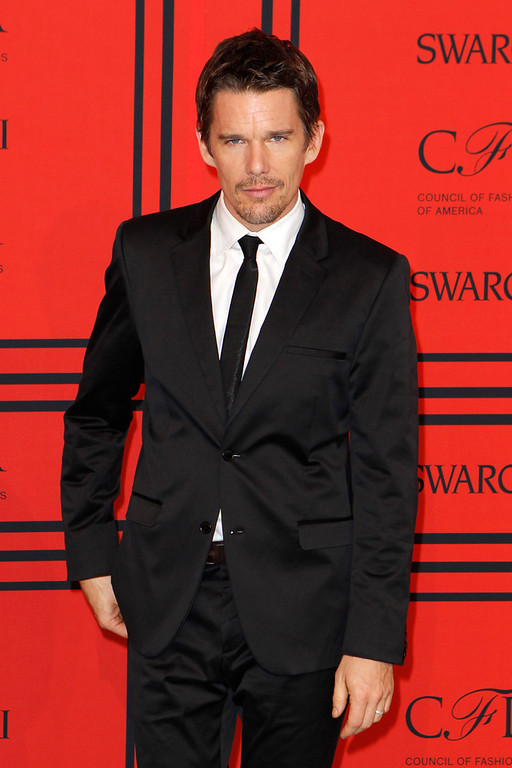 . Actor Ethan Hawke arrives at the 2013 Council of Fashion Designers of America (CFDA) awards in New York June 3, 2013.  REUTERS/Lucas Jackson