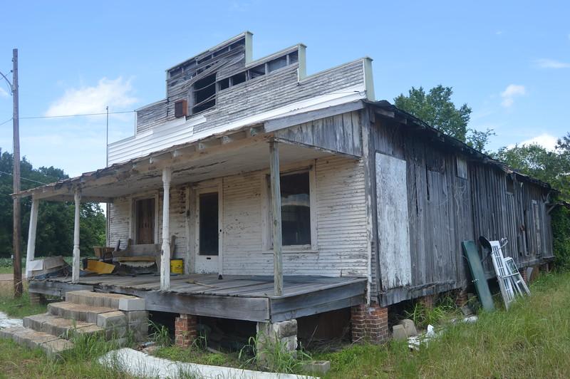 044 Abandoned store, Savage.JPG