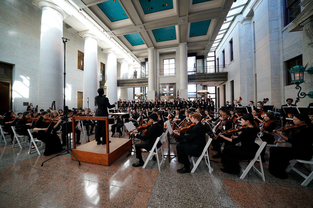 . Cleveland Orchestra Youth Orchestra and Cleveland Orchestra Youth Chorus conducted by Vinay Parameswaran at the Ohio Statehouse. (Roger Mastroianni, courtesy of The Cleveland Orchestra)