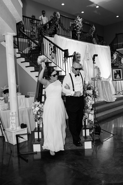 0848_Josh+Lindsey_WeddingBW.jpg