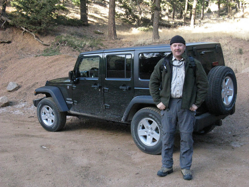 OK, Monday, 6 Dec - back at the Stables Trailhead, now with Rick. Starting at about 8465 ft.