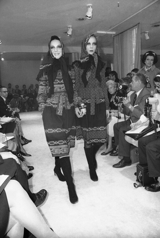 . In this May 7, 1970, file photo, Model-socialite Penelope Tree, right, wears peasant wool shallie in dark print, as does unidentified model at left, with fringed Babushka of headwear, at showing of Oscar de la Renta Fashion collection in New York. The designer, who died Monday, Oct. 20, 2014, at 82, shaped American couture half a century ago when it emerged as a serious rival to European fashion designers. (AP Photo/J. Spencer Jones, File)
