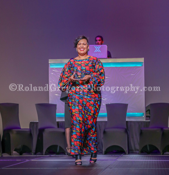 100 Womens Fashion show2019-3568.jpg