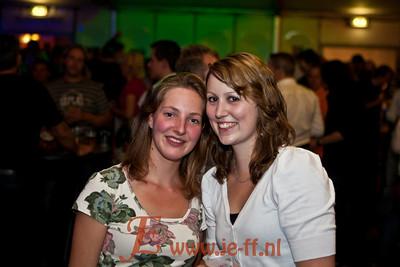 Riverside, Ronny Ruysdeal en Lesley Wiliams  op het oranjefeest Wenum Wiesel