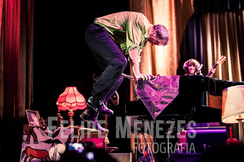 Hugh Laurie_Site_071.jpg