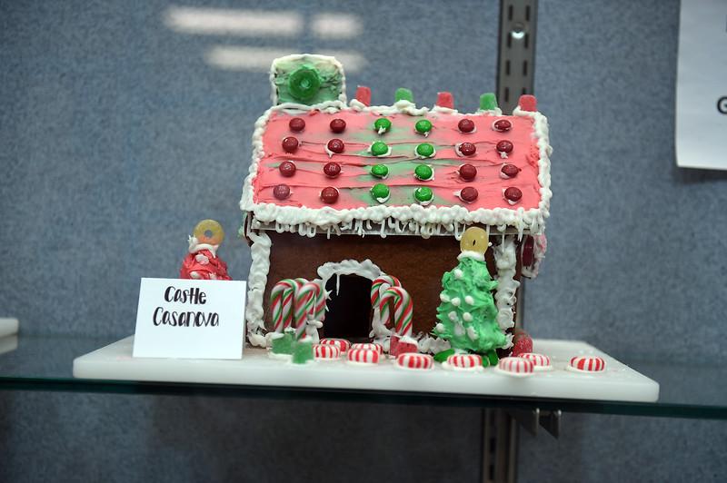 gingerbread-houses_1265.jpg