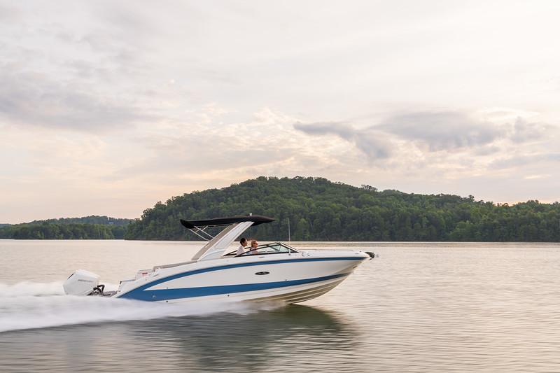 2021-SDX-290-Outboard-SDO290-running-starboard-profile-02106.jpg