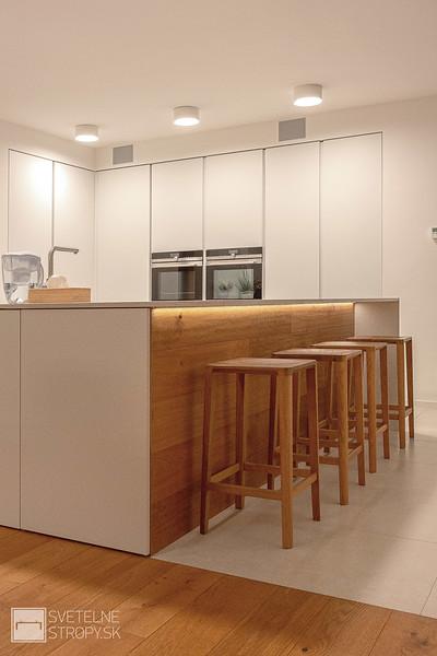 Kuchyna s barovym pultom
