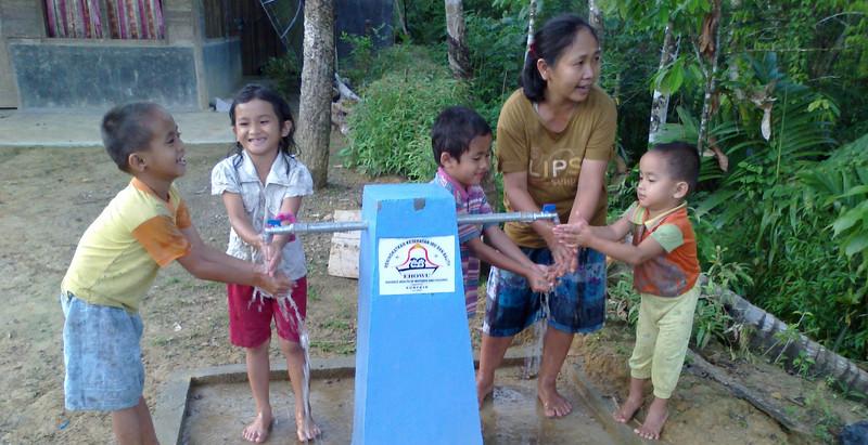 Clean_water_access_Nias.jpg