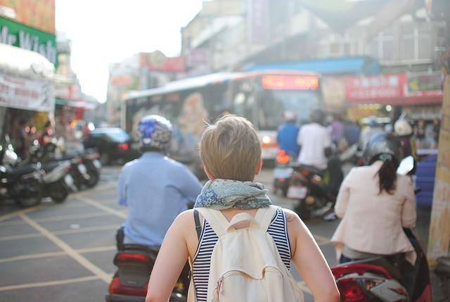 Old School Traveler Vs. Millennial Tourist