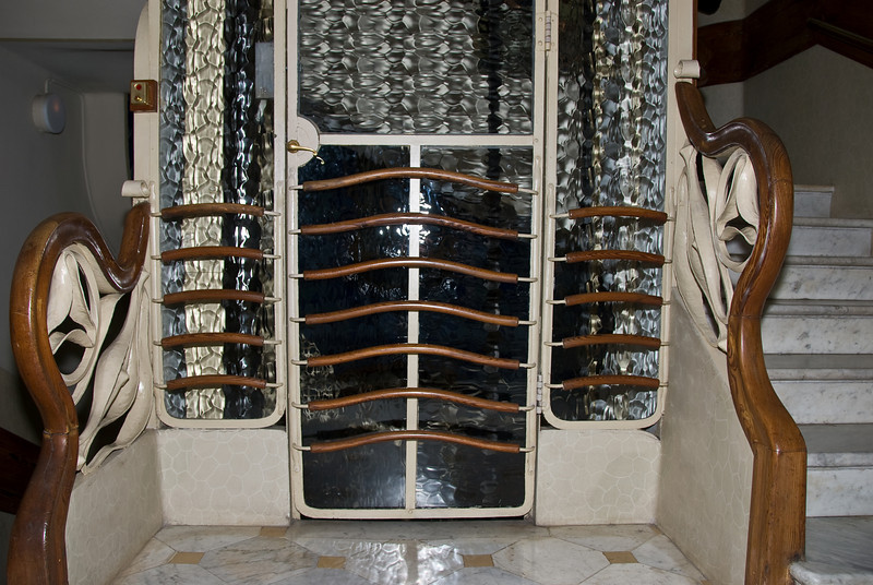 Door of the Elevator in the center of Casa Batlló. (Dec 11, 2007, 08:46pm)