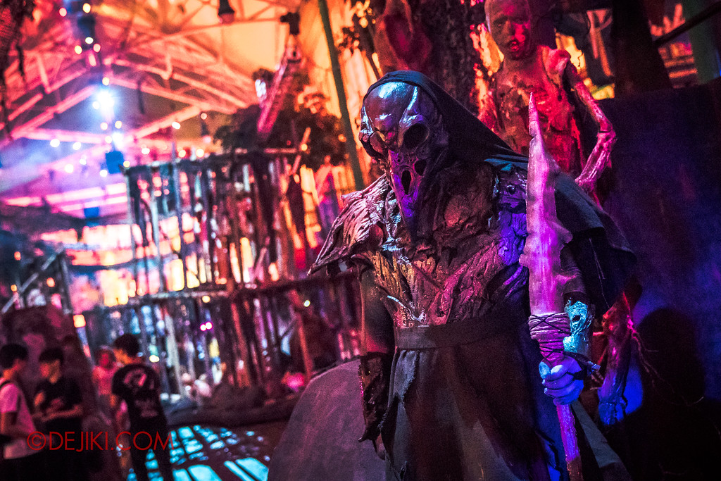 Halloween Horror Nights 7 - Pilgrimage of Sin / Crow Keeper Ron