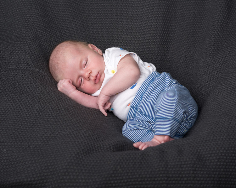 Axel 4 weeks-8687.jpg