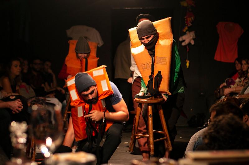 Allan Bravos - Fotografia de Teatro - Indac - Migraaaantes-149.jpg