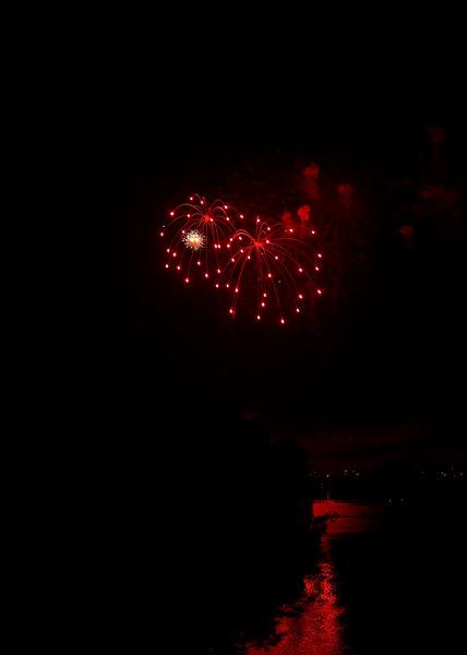 fireworks lake 1.jpg