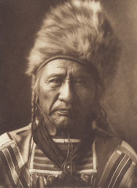 Old Dog - Apsaroke (Indians of North America, v. IV. Cambridge, MA: The University Press, 1909)