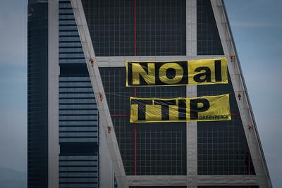 Accion contra el TTIP Torres Kio, Madrid