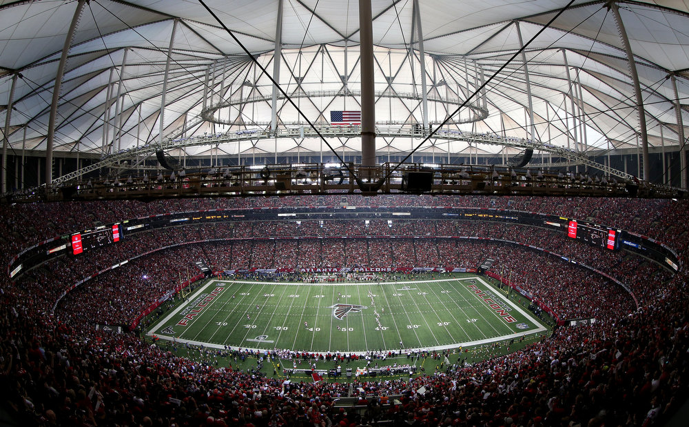 Description of . A general view as the San Francisco 49ers kick off to the Atlanta Falcons to start the NFC Championship game at the Georgia Dome on January 20, 2013 in Atlanta, Georgia.  (Photo by Mike Ehrmann/Getty Images)