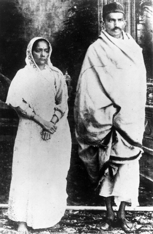. Indian nationalist leader and organizer of the Indian National Congress\'s campaign of passive non-cooperation, Mahatma Gandhi (Mohandas Karamchand Gandhi, 1869 - 1948) with his wife, shortly before his arrest for conspiracy, January 1922.  (Photo by Topical Press Agency/Getty Images)